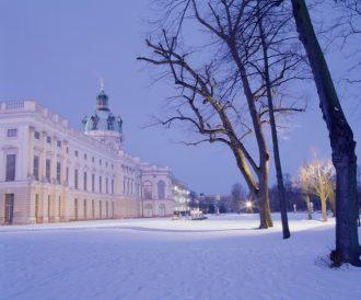 Schloss-Charlottenburg-im-Winter-Leo-Seidel