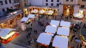 Piazza Battisti a - Archivio APT Trento L. Franceschi