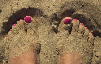 feet-1659412_1920