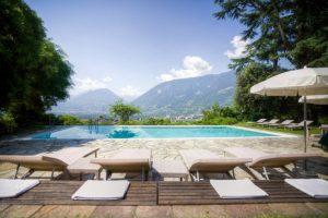 Villa-Eden-Leading-Park-Retreat-Piscina-esterna-con-panorama-653x435