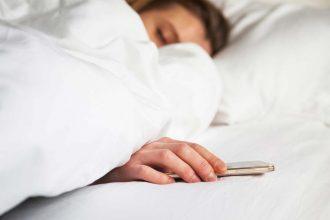 dormire-con-cellulare-1024x649